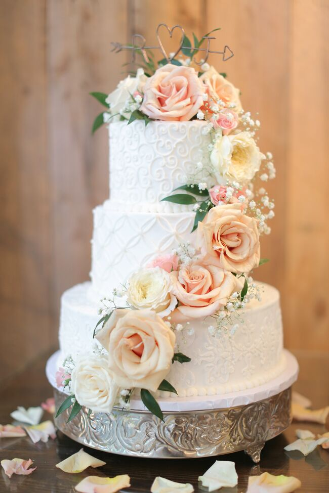 Romantic Room Ideas: White Buttercream Wedding Cake Garden Roses
