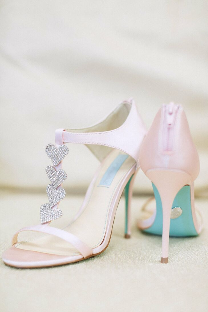Amanda wore cute pink stilettos with rhinestone hearts attached to the front strap.