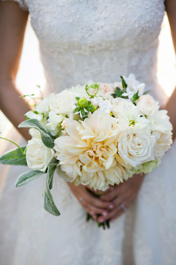 Annslee carried a classically ivory bouquet of textured blooms, including dahlias, roses and stephanotis (with little pearls in the center for a cute touch).
