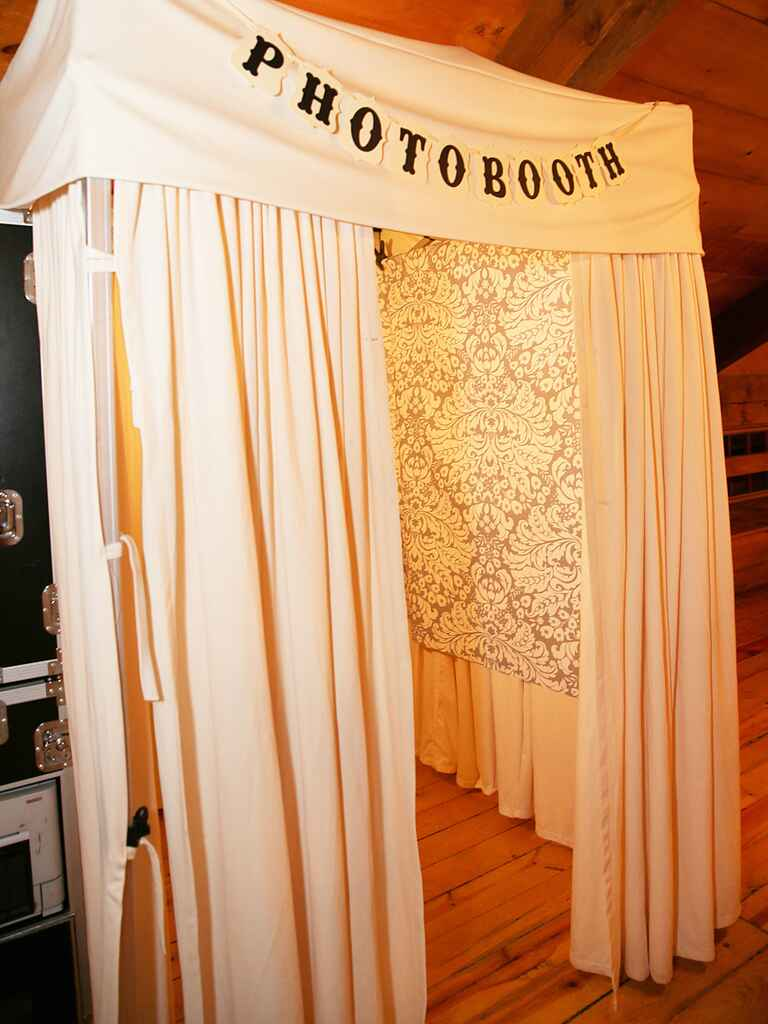 15 photo booth ideas for a fun wedding reception. Black Bedroom Furniture Sets. Home Design Ideas