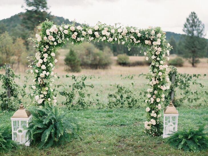 A floral arch was created to frame the pretty mountain views.