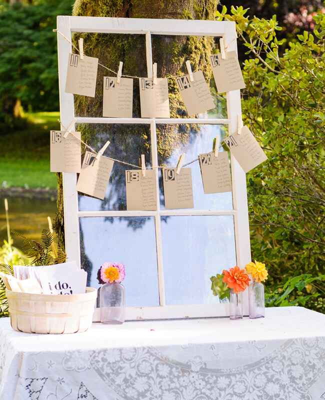 DIY clothespin wedding ideas: Nikki Closser / TheKnot.com