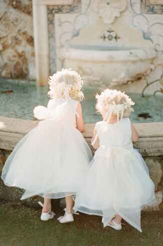 Flower girls with white tulle dresses and flower crowns