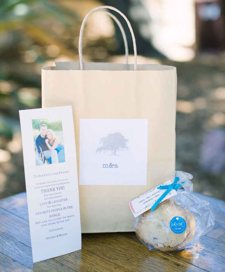 Destination Wedding Gift Ideas: What Goes In The Welcome Bag