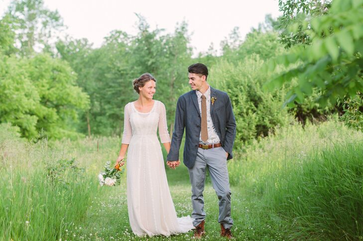 While planning their wedding in Hortonville, Wisconsin, Megan Anderson and Carson Blodgett immediately settled on the open field