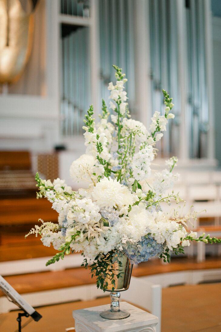 Wispy white snapdragon ceremony arrangements