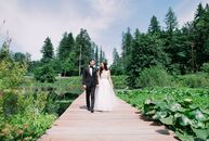As lovers of the outdoors, Melissa Chan and James Shigihara chose to wed in the naturally beautiful Black Diamond Gardens in Washington. Their celebra