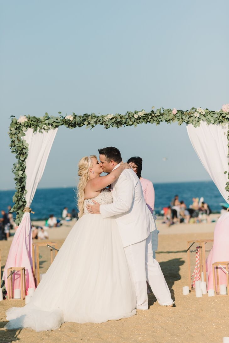 A Classic Mint Beach Wedding At McLoones Pier House In Long Branch New Jersey