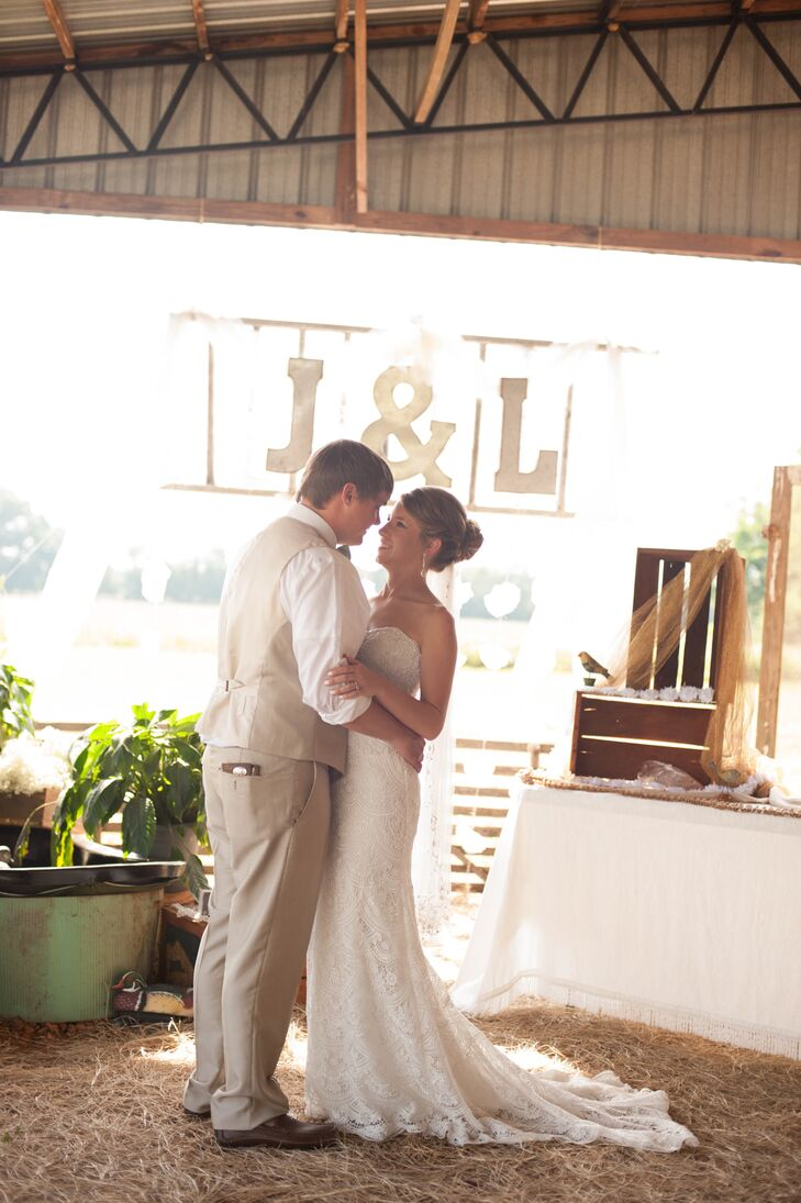 A Rustic Barn Wedding at a Private Residence in Stantonville, Tennessee