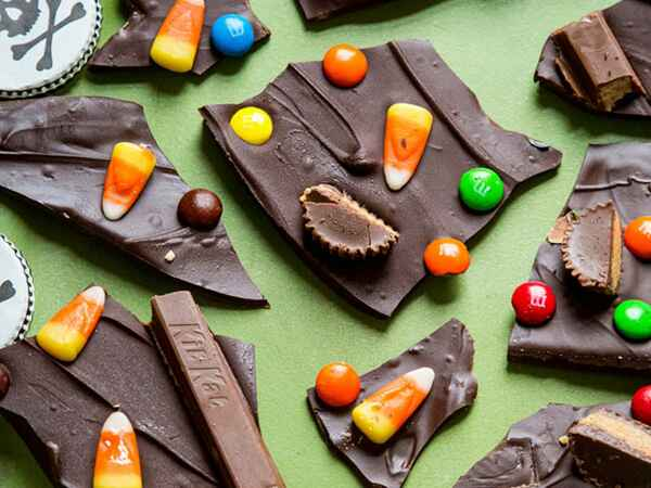 Learn how to make Halloween Candy Bark!