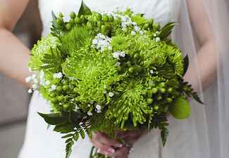 Green Bouquet: Beth Berry Photography / TheKnot.com