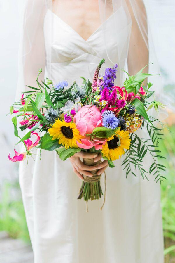 Sunflower wedding bouquets bright sunflower and wildflower bouquet junglespirit Images