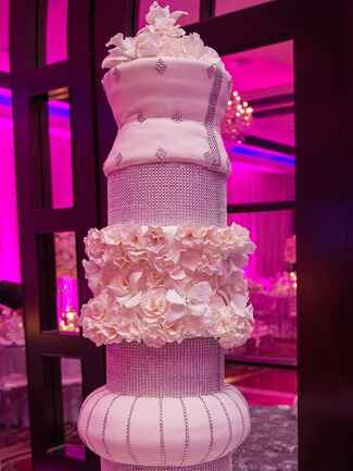 wedding cakes escanaba mi 18 wedding cakes with bling that the show 24318