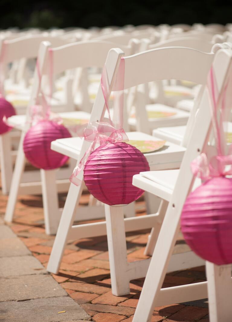 Lanterna de papel rosa - decoração corredor altar