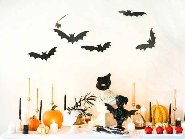 Decorate your table with these cute Halloween tablemakers.