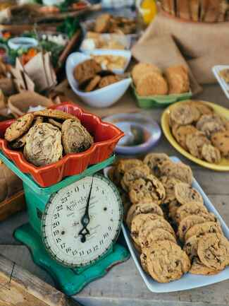 Classic chocolate chip cookies for a rustic wedding