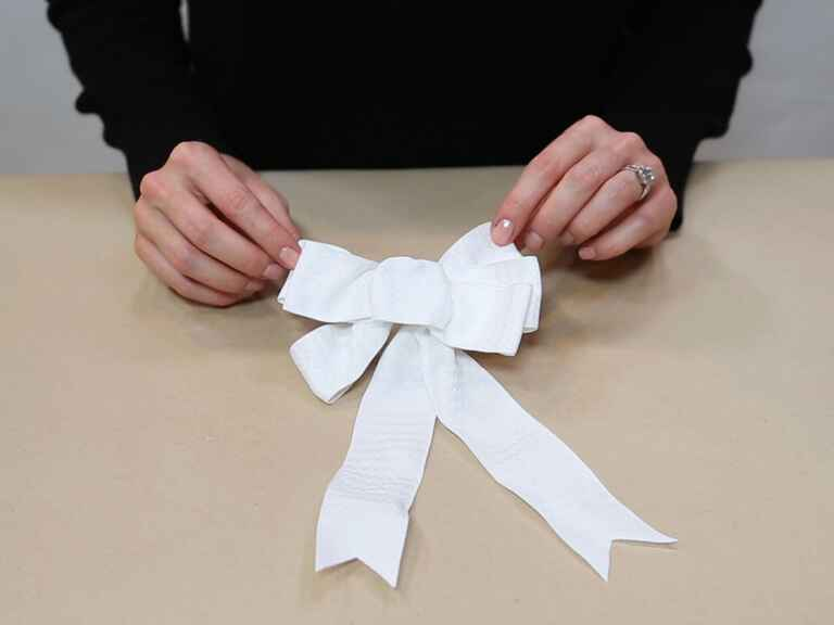 How to make a big bow from wired ribbon