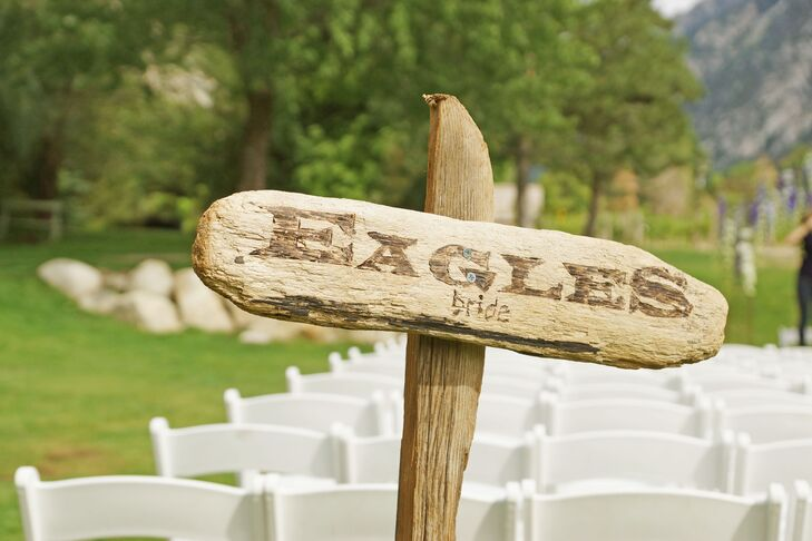 We love Stephanie and Todd's creative DIY driftwood ceremony signs! They cheer for opposing football teams—she's a Philadelphia Eagles fan, while he supports the Pittsburgh Steelers—so they had their own sides at the ceremony.