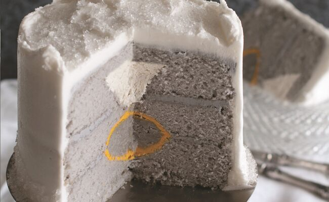 How to make a diamond engagement ring cake: Amanda Rettke / TheKnot.com
