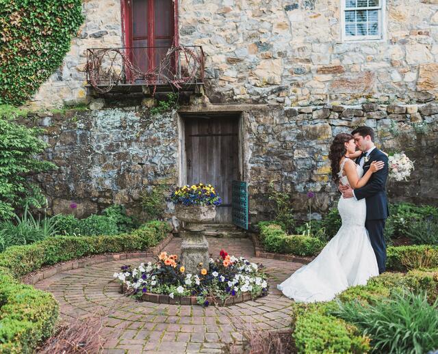 A Fun Garden Wedding At Crossed Keys Inn In Andover New Jersey