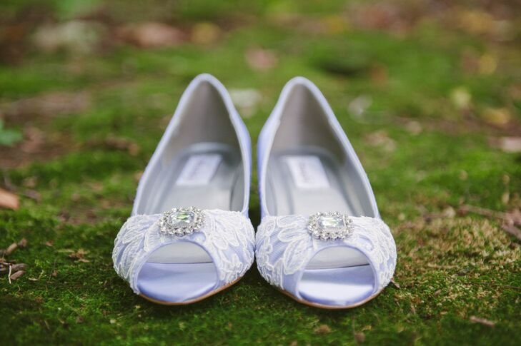 Katie ordered her lavender and lace shoes from Etsy. The color matched the bridesmaid dresses.