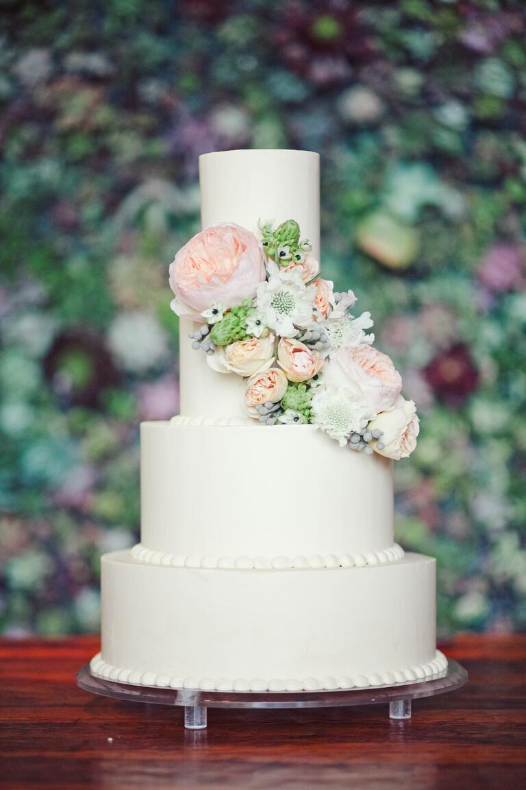 decorate a wedding cake with fresh flowers how to decorate your cake with fresh flowers 13374