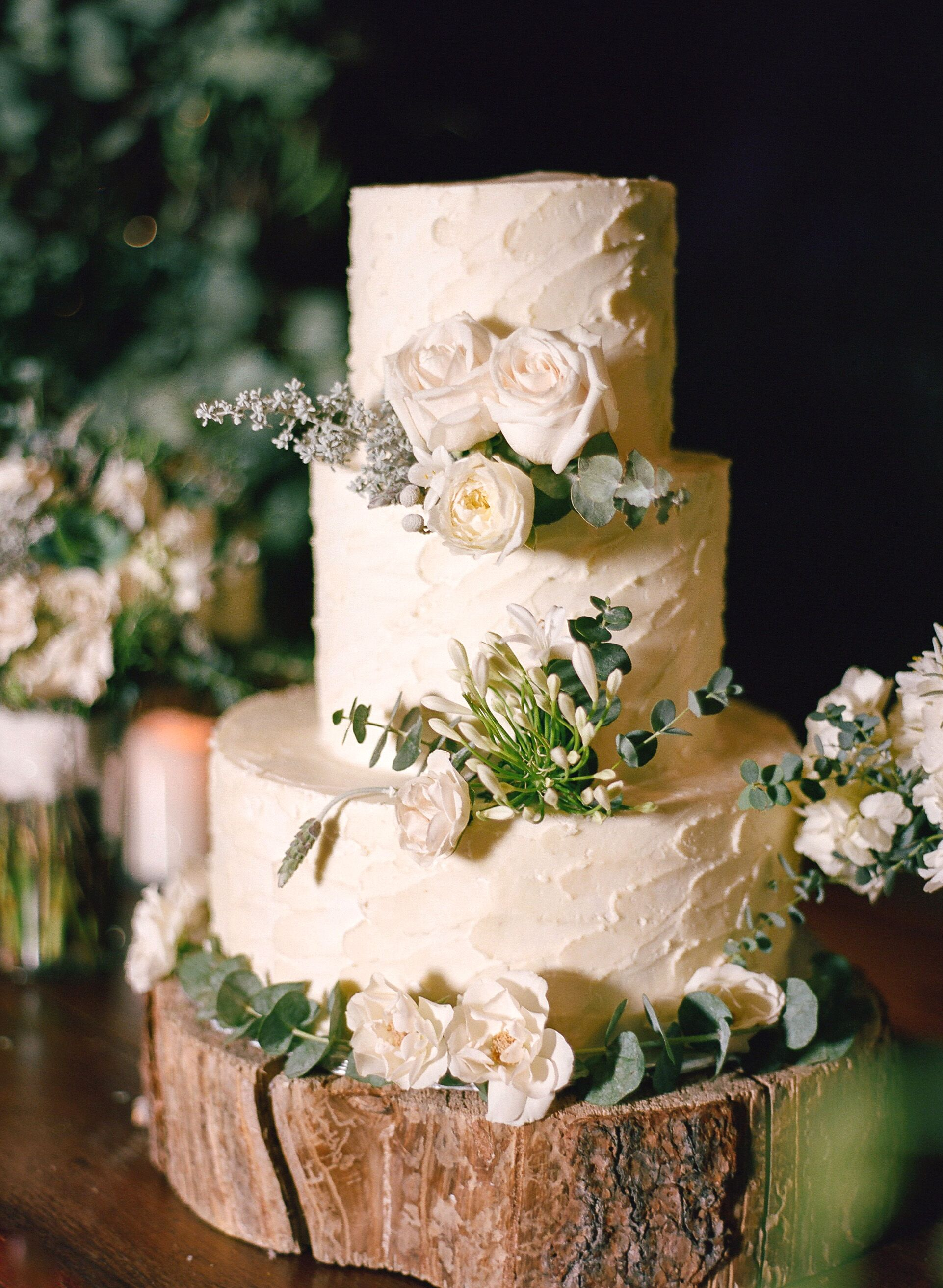 country chic wedding cakes cake on rustic tree trunk stand 12976