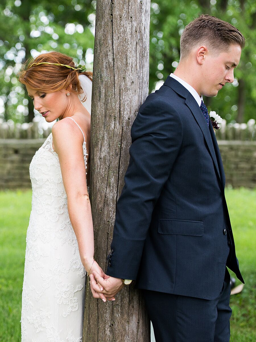 Posing for Wedding Photos: 16 Sweet Couple Poses
