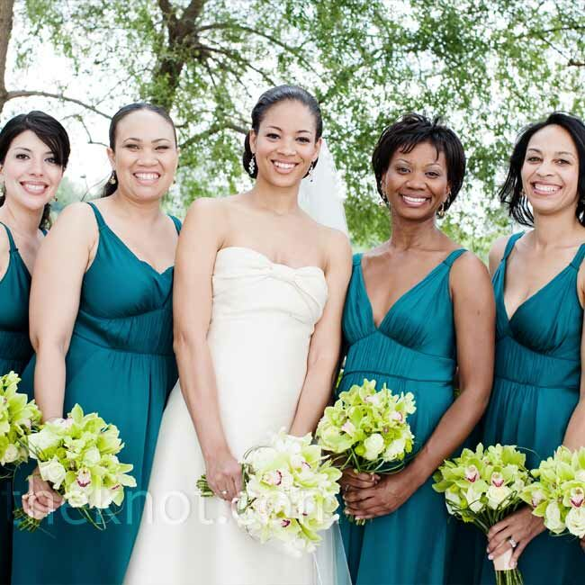 aa4616806f3 Rielle s five bridesmaids wore teal-blue A-line dresses with empire waists  from Banana
