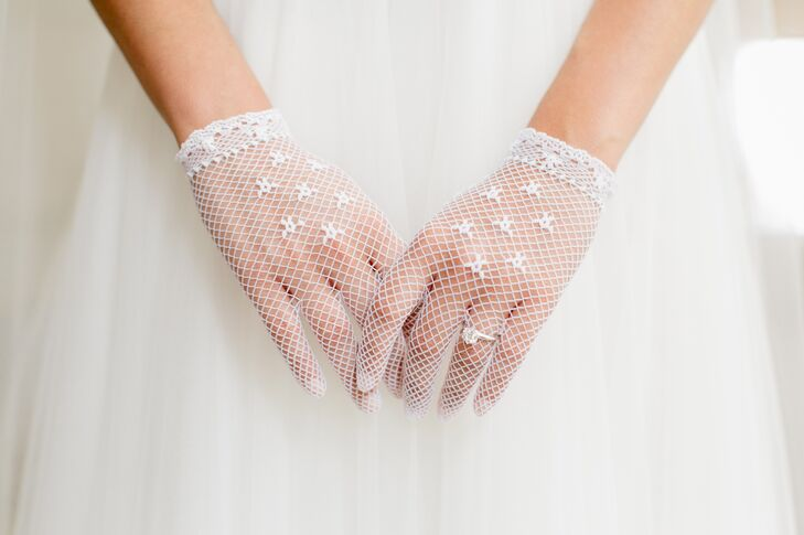 "Jen wore the same netted gloves that her mom had worn on her wedding day, serving as her ""something old."""