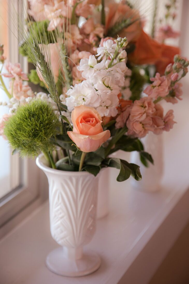 Peach roses with lily of the valley izmirmasajfo