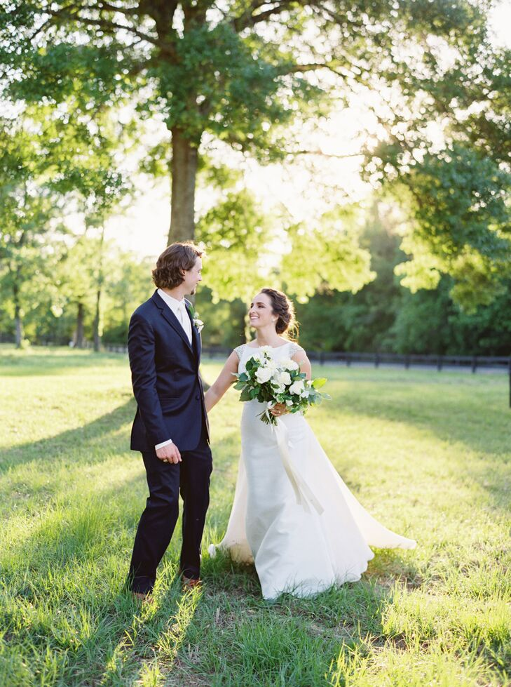 Classic Bride and Groom on The Carriage House Grounds
