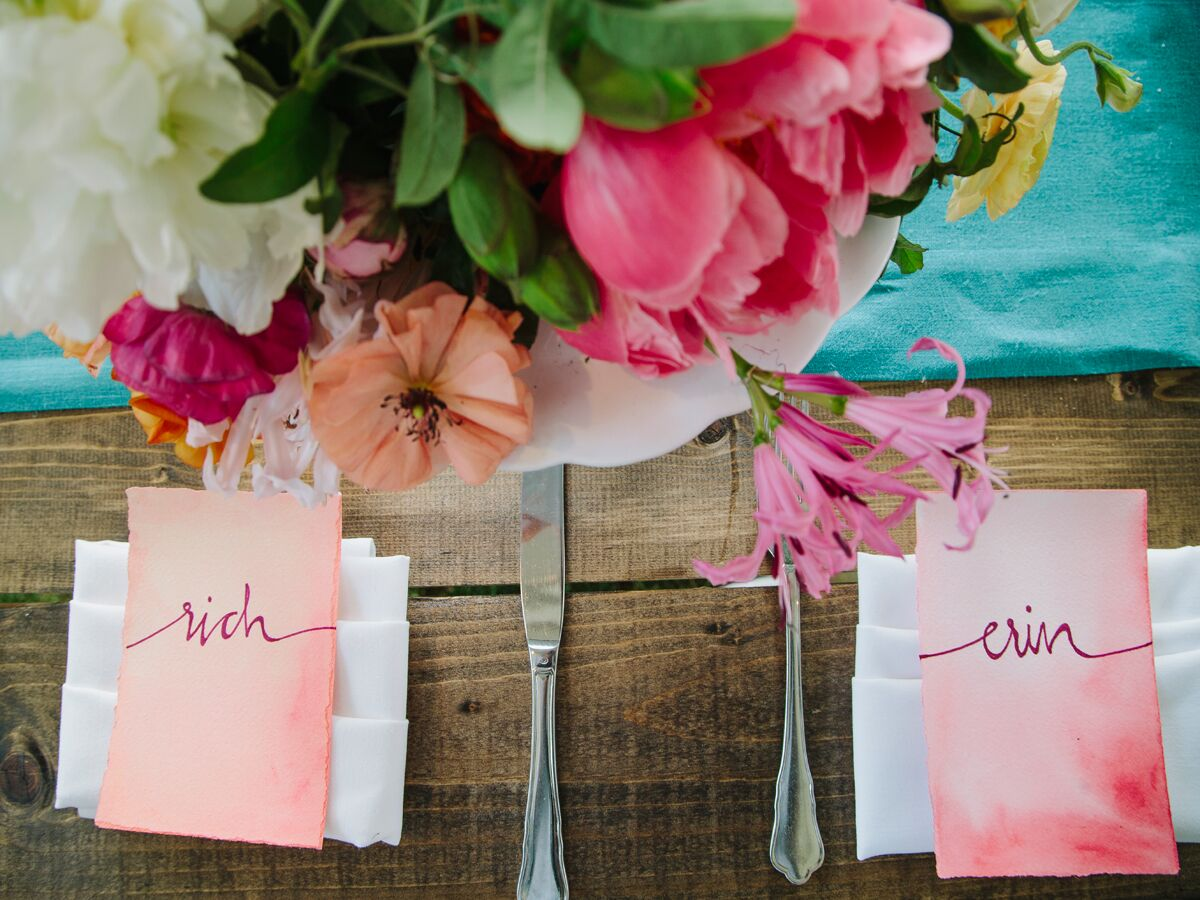 Wedding Reception Gifts For Guests: 7 Tips On How To Seat Your Wedding Reception Guests