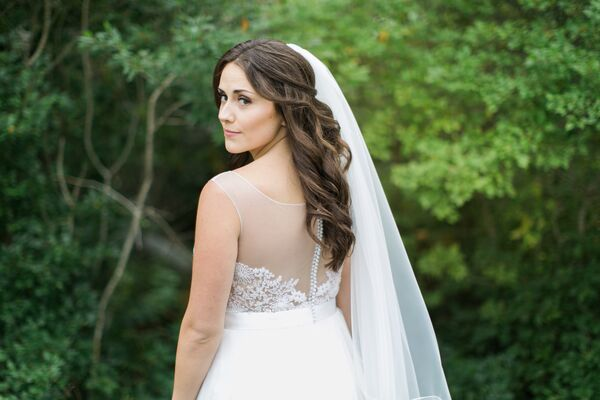 Wavy Down Bridal Hairstyle with Veil