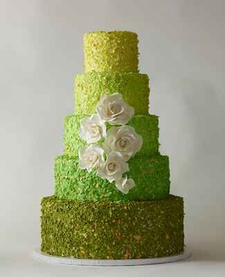 Green cake: Philip Ficks / TheKnot.com
