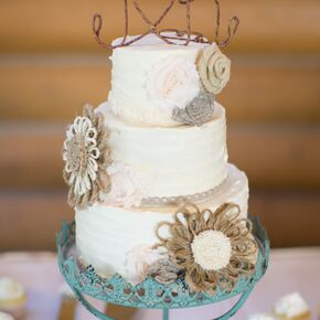 Diy wedding cakes rustic wedding cake with twine detail solutioingenieria Image collections
