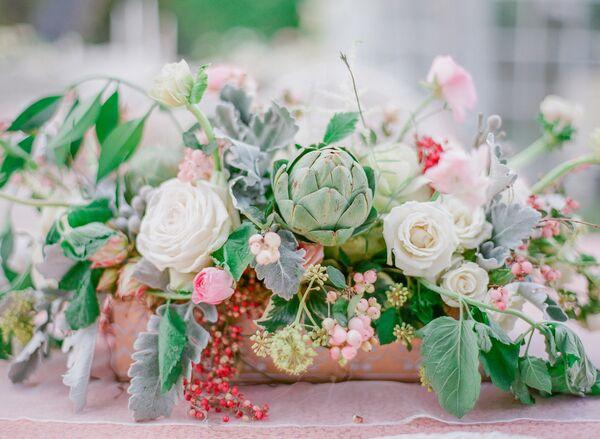 Delicieux Artichoke And Garden Rose Centerpieces