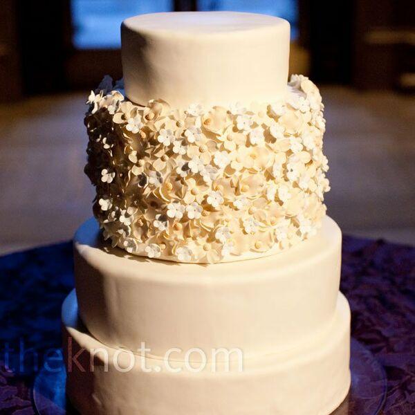 Vintage Ivory Wedding Cakes + Desserts