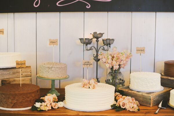 Single Tier Buttercream Cakes on Wood Stands