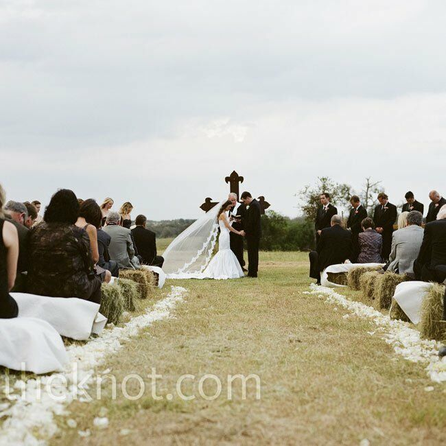Country Wedding Altars: Rustic Pasture Ceremony