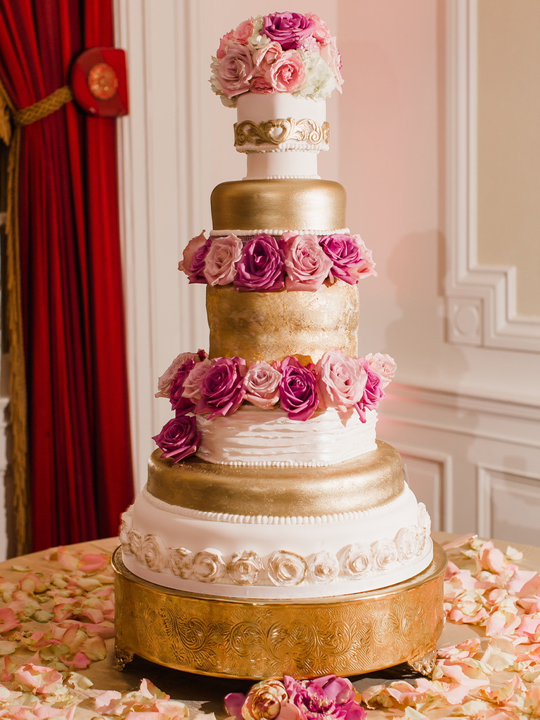 18 Glamorous Metallic Wedding Cakes