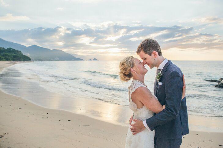 Navy Linen Groom\'s Suit Beach Wedding