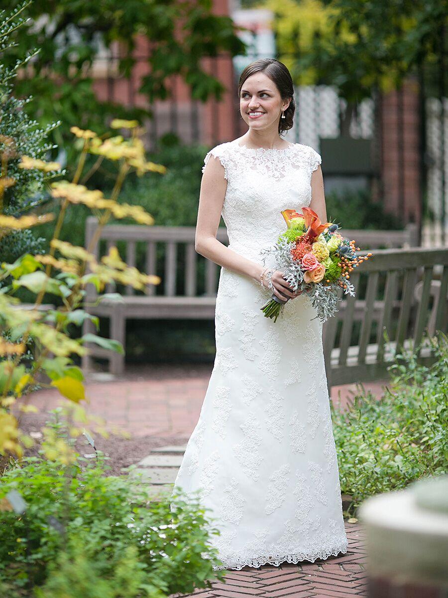 20 Simple and Minimal Wedding Dresses