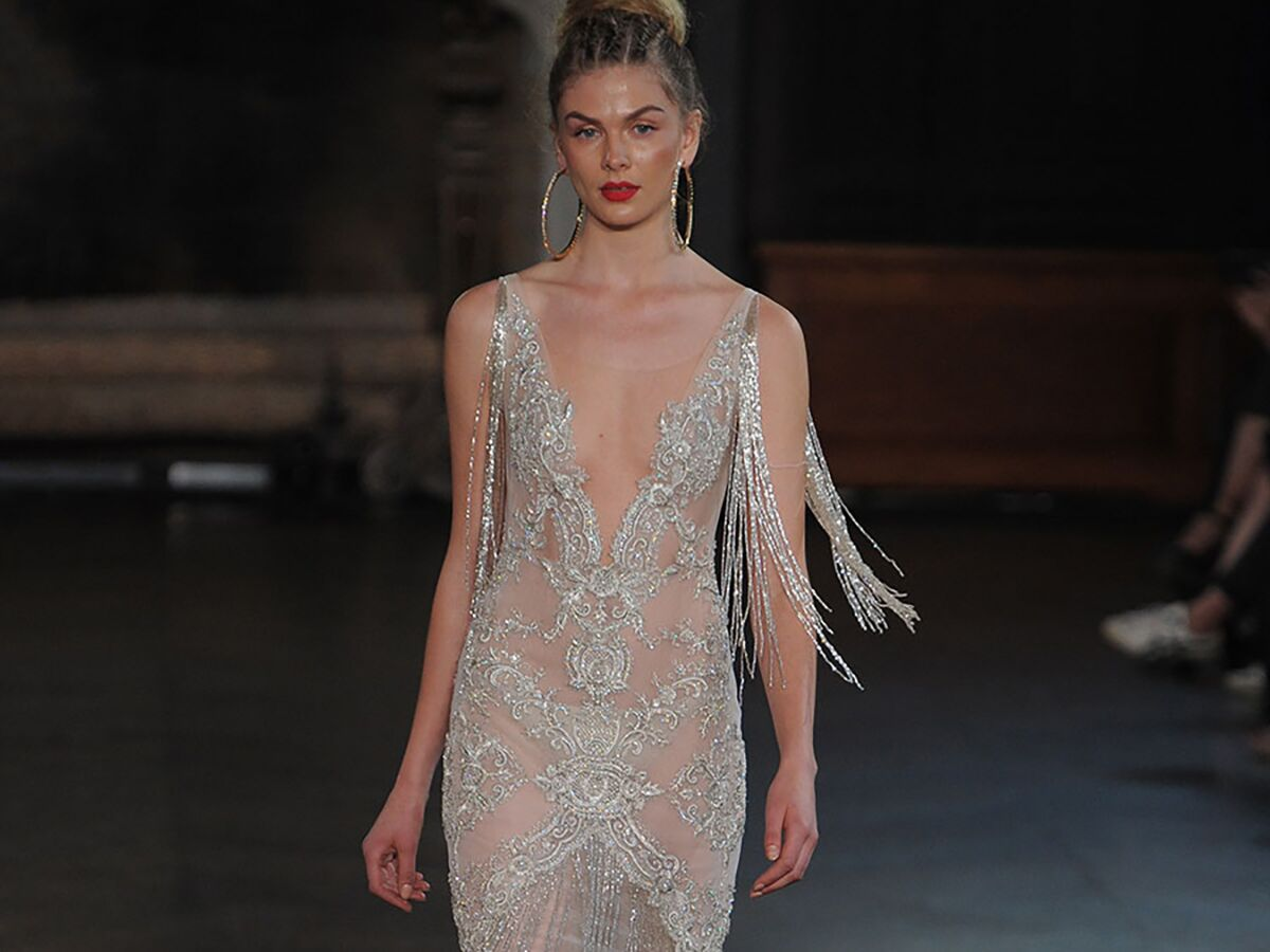 Wedding Gowns Pic: Sexy Wedding Dresses That Rocked The Runways (Watch