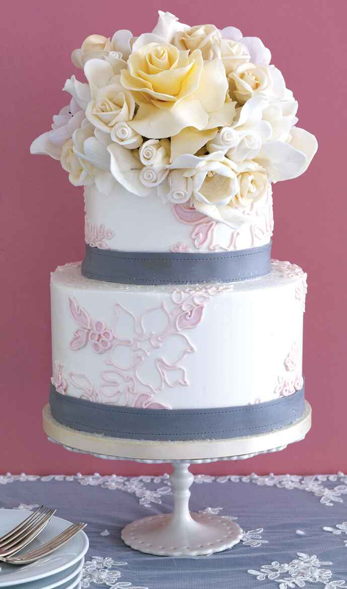 amazing wedding cakes with flowers the 25 prettiest wedding cakes we ve seen 10736