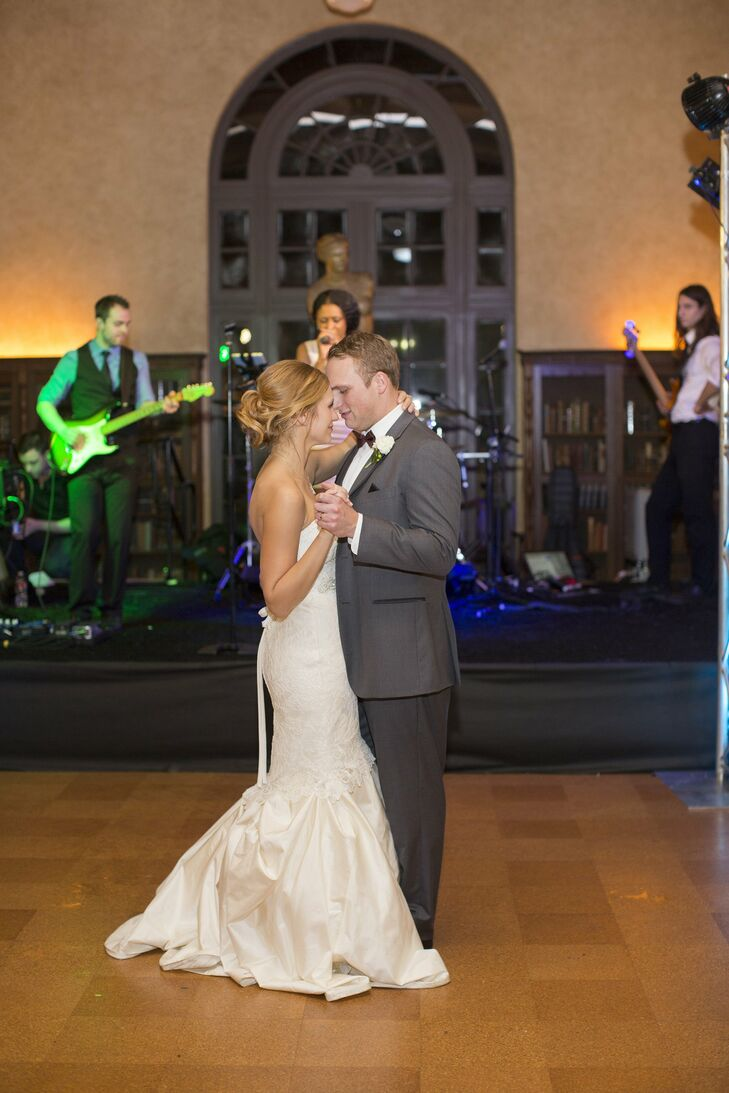 a julia ideson library wedding in houston texas c1f61ca7 9741 6a34 7ff0 d81af7151a7e~rs 729