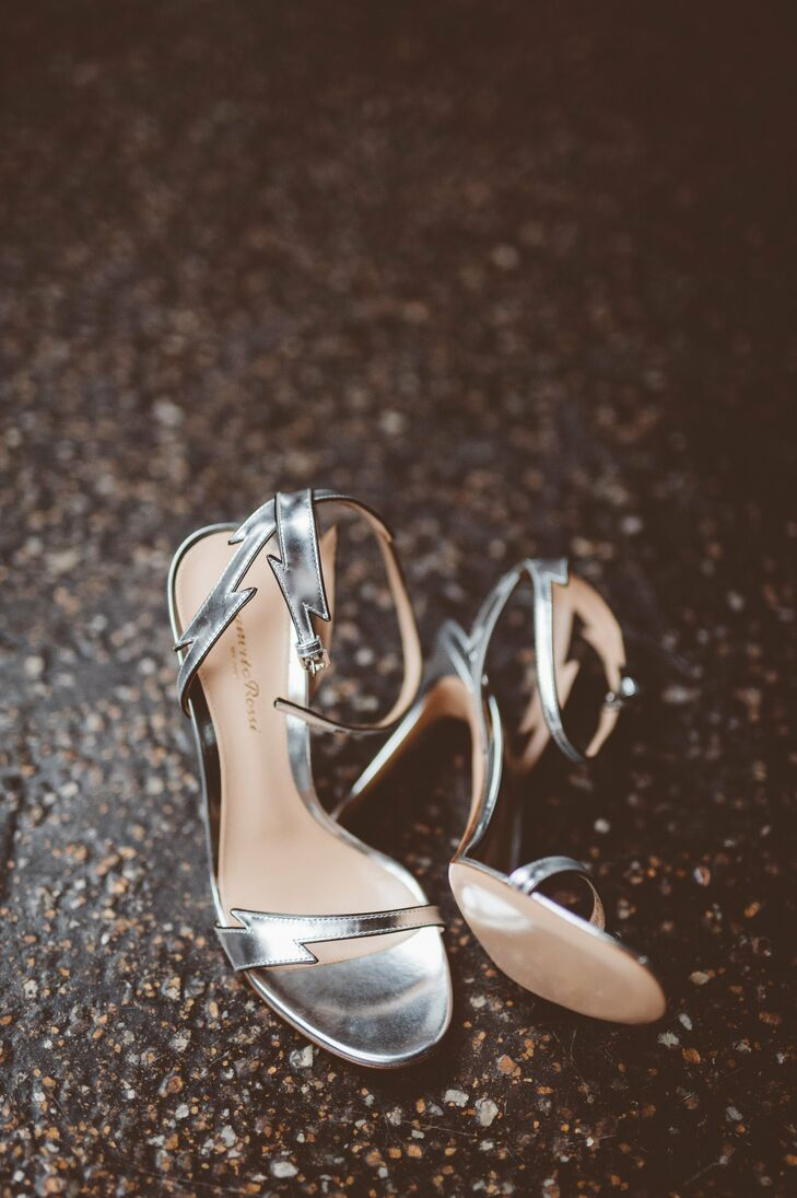 Silver sandal heels added a touch of glam to Deenie's style.