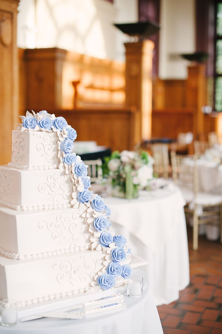Light blue and white wedding cake for Blue and white weddings