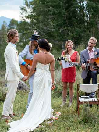 Unique wedding ceremony idea with live music during the vow exchange