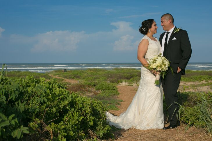 A Romantic Wedding At Namar Event Center In South Padre Island Texas